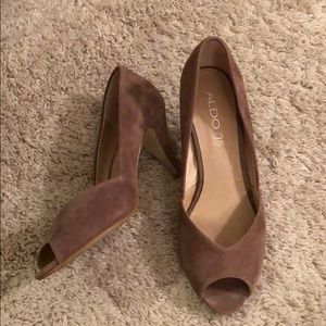 Aldo size 40 pumps, super comfortable!
